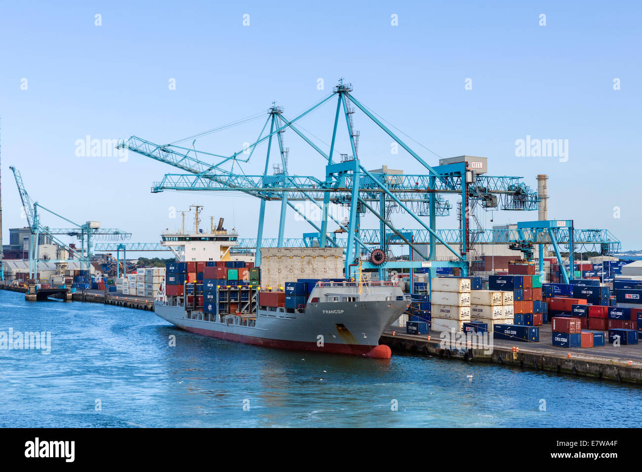 Container ship unloading at the Port of Dublin, Dublin City, Republic of Ireland - Stock Image