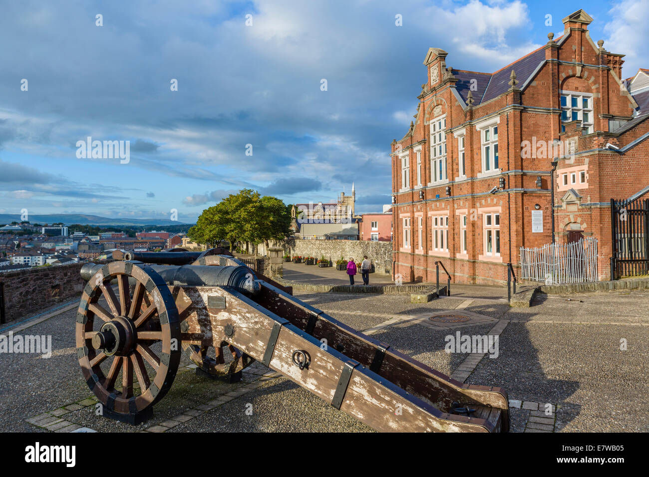 The old city walls from the Royal Bastion in the early evening, Derry, County Londonderry, Northern Ireland, UK - Stock Image
