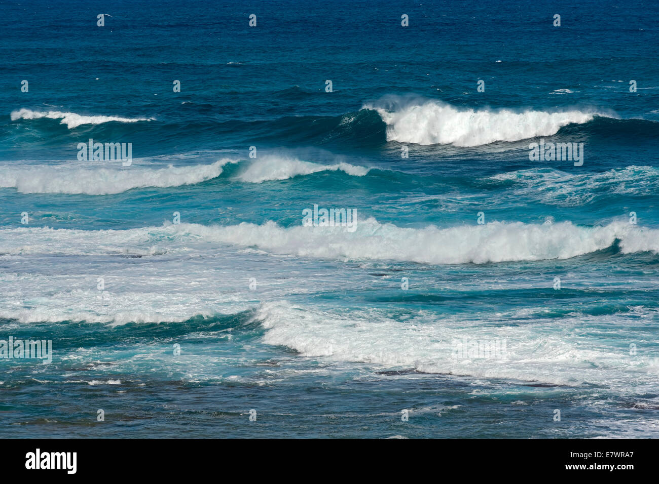 Crashing waves in the Pacific Ocean, Kaua'i, Hawaii, United States - Stock Image