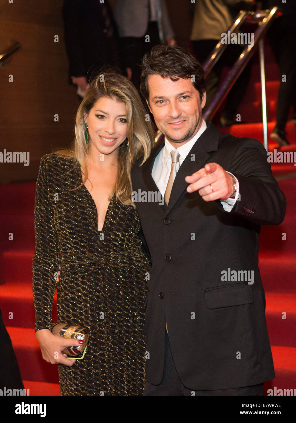 Rio De Janeiro, Brazil. 24th Sep, 2014. Brazilian actor Marcelo Serrado and his wife Roberta Fernandes pose on the - Stock Image