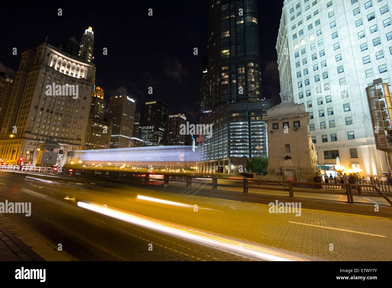 Night traffic on DuSable Bridge in Chicago. - Stock Image