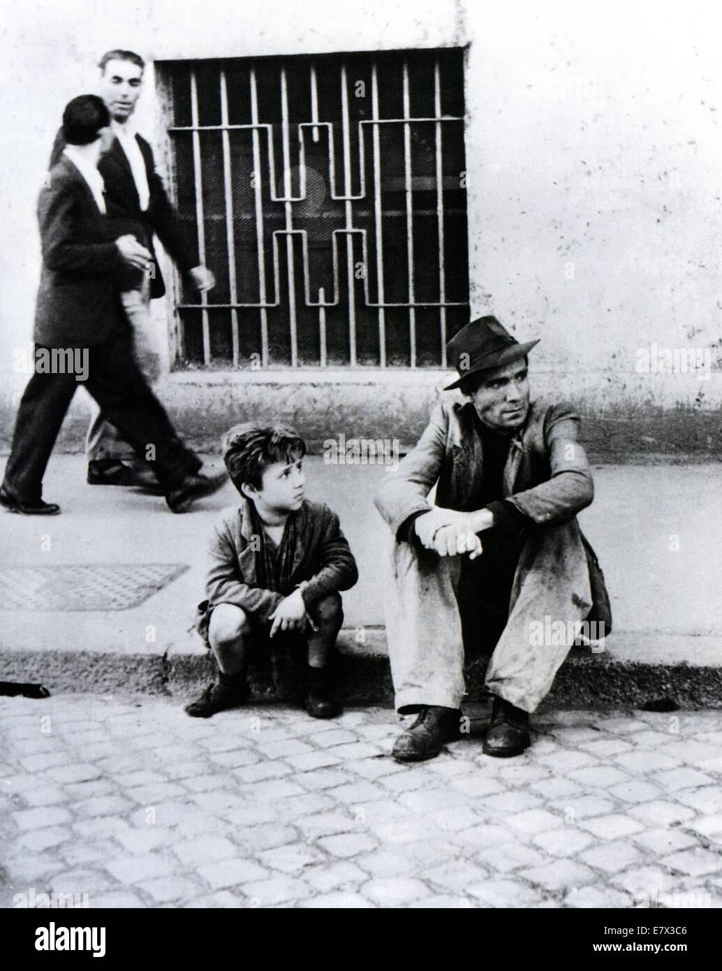 BICYCLE THIEF (aka ladri di Biciclette) 1948 film director by Vittorio De Sica - Stock Image