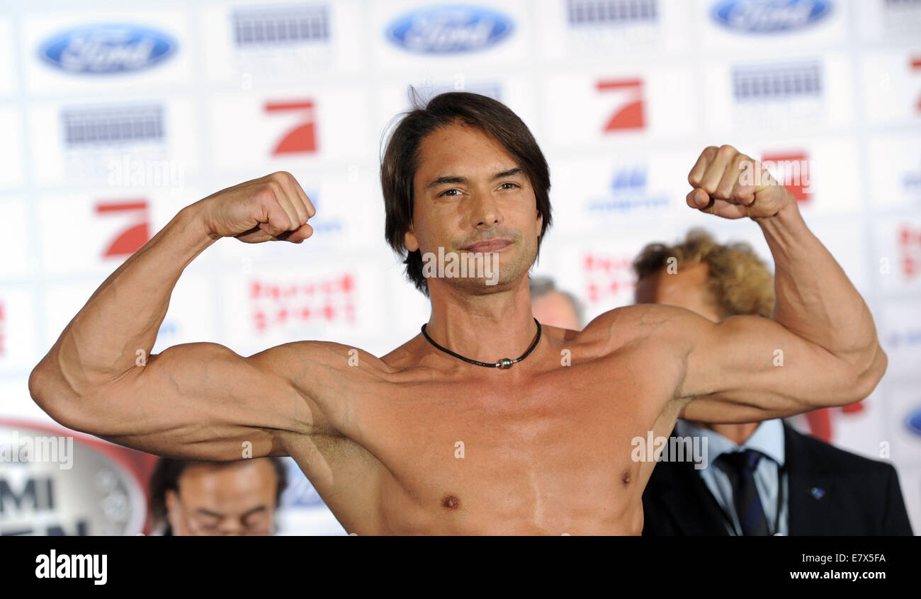 Marcus schenkenberg stock photos marcus schenkenberg stock images dusseldorf germany 25th sept 2014 model marcus schenkenberg poses during the weigh thecheapjerseys Gallery