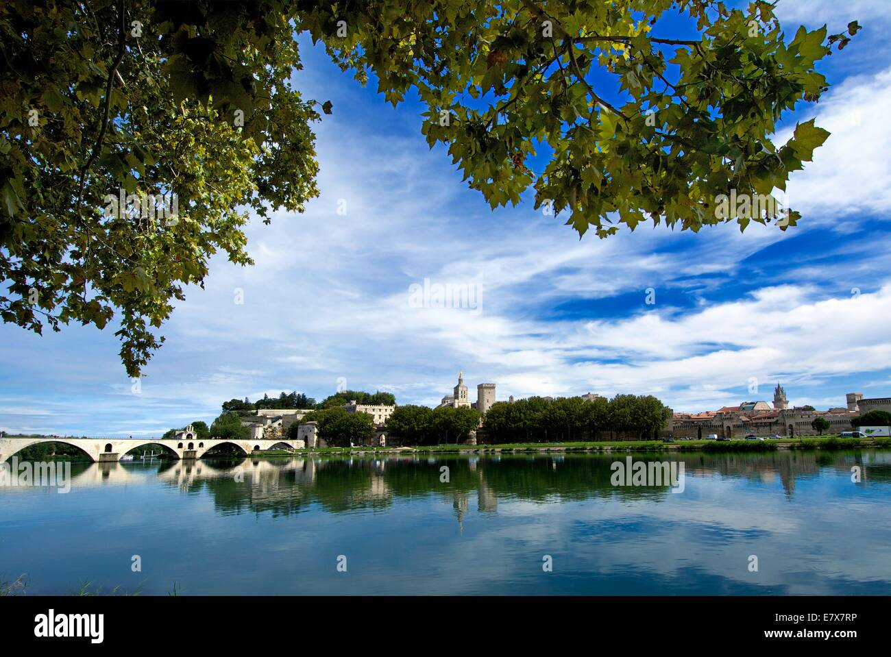 Palais des Papes and pont Saint Benezet on River Rhone, Avignon, Vaucluse, Provence-Alpes-Cote d'Azur, France. - Stock Image