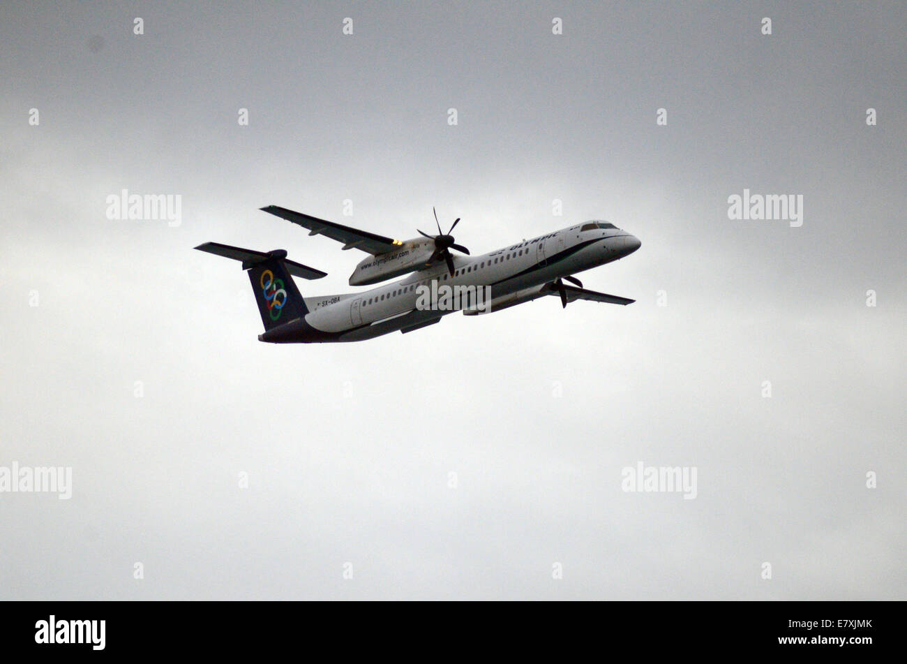 Piraeus, Greece. 25th Sept, 2014. A DASH8 Q400 airplane belonging to Olympic Air Airlines pass over the spectators.A - Stock Image