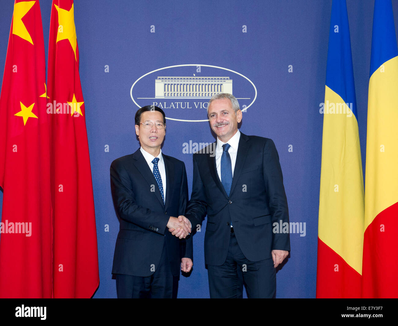 Bucharest, Romania. 25th Sep, 2014. Chinese Vice Premier Zhang Gaoli (L) holds talks with Romanian First Deputy - Stock Image