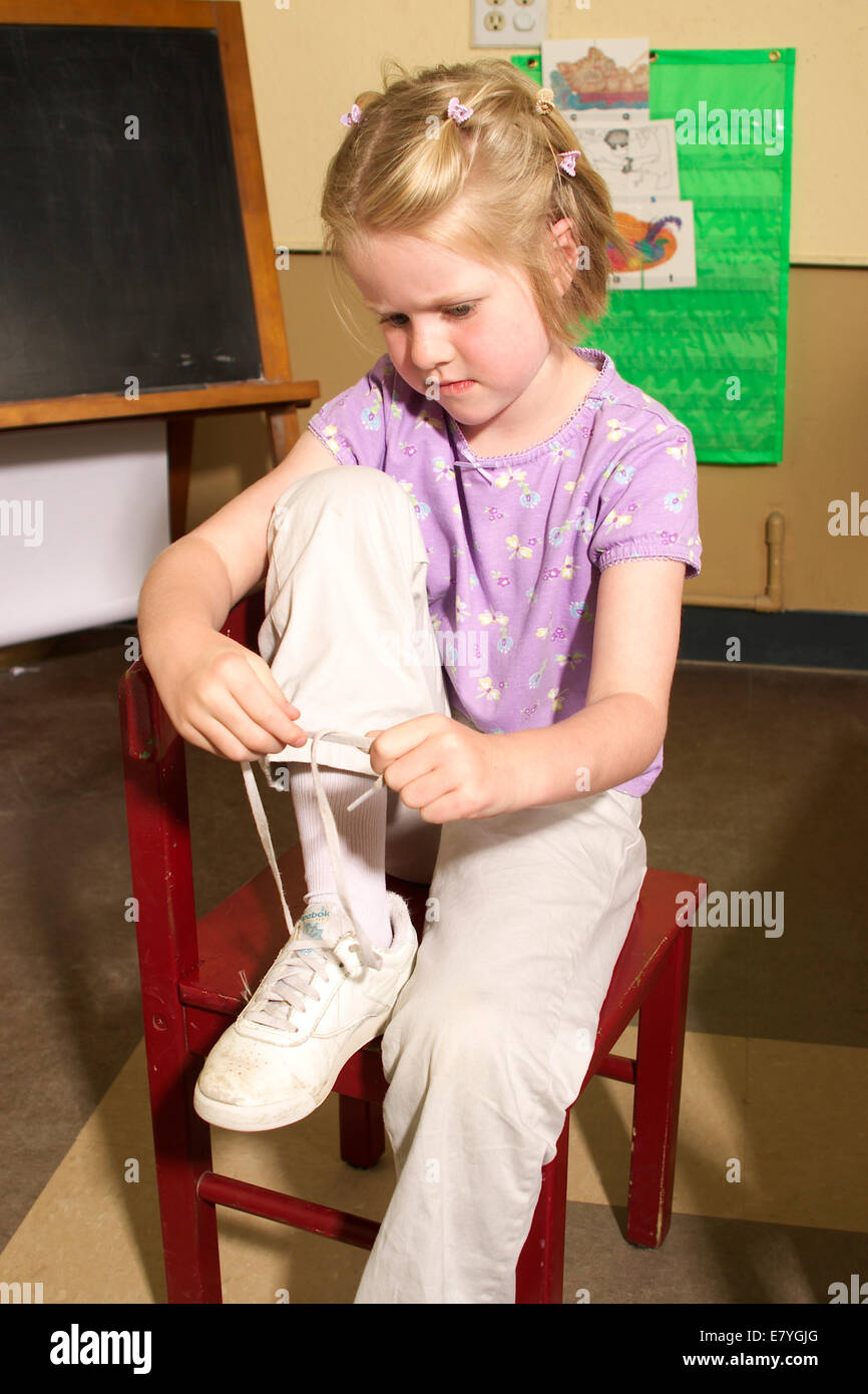 Photo of little boy tying girl's shoelaces inspires South Africans