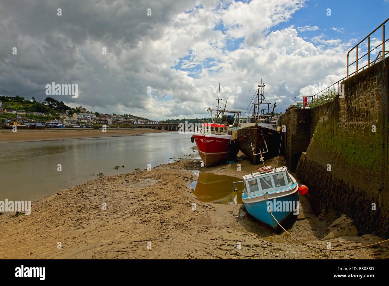beached fishing boats on Tidal estuary Stock Photo