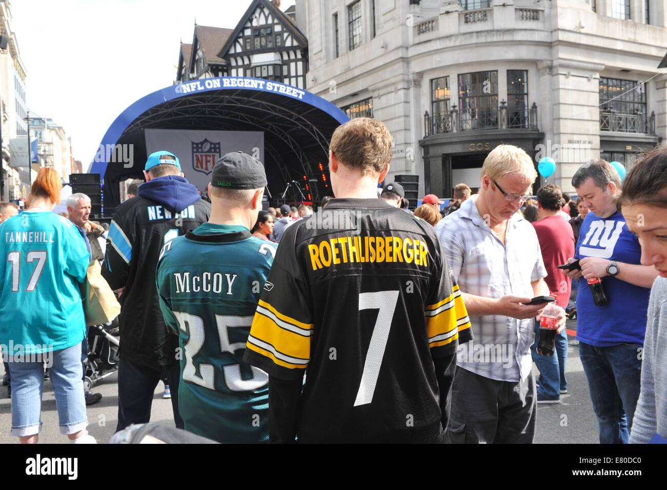 Regent Street, London, UK. 27th September 2014. NFL on Regent Street a curtain-raiser to the first of this year's - Stock Image