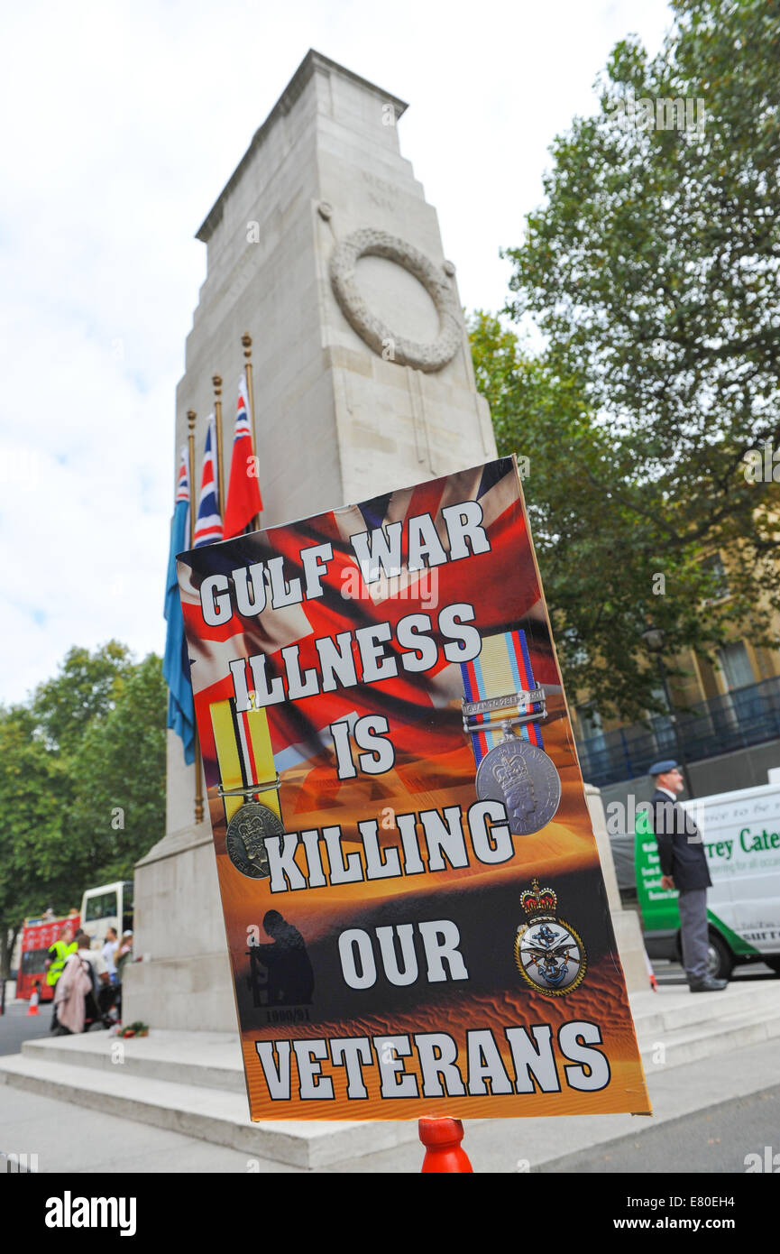 Whitehall, London, UK. 27th September 2014. A small group of people stage a protest about Gulf War sickness at the - Stock Image