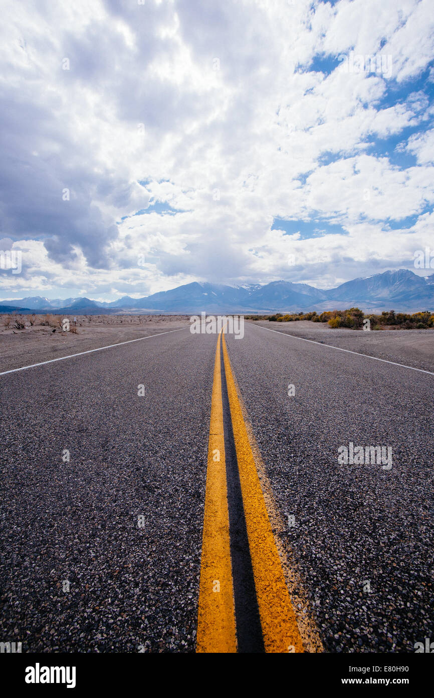 Endless road near highway 395 - Stock Image