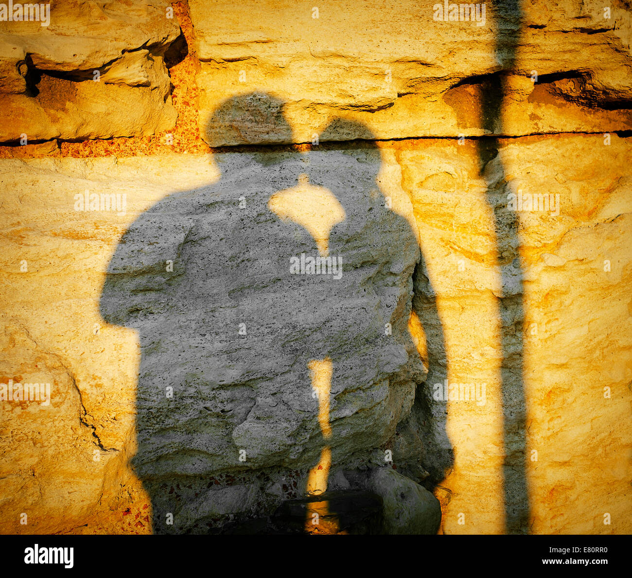 Couple in love kissing, shadow on the wall Stock Photo: 73777396 - Alamy