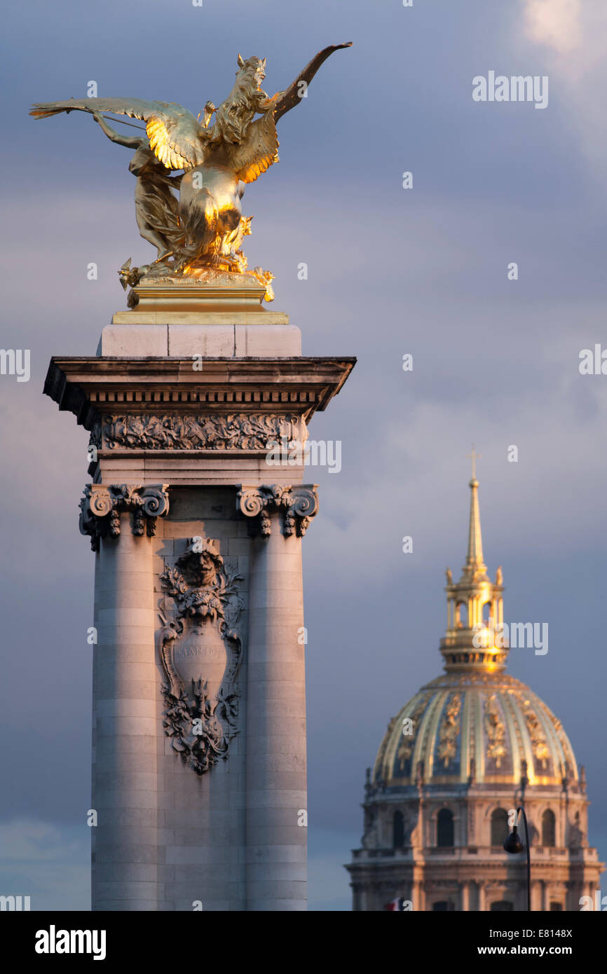 France, Paris (75), Statue on Pont Alexandre III, dome of Les Invalides - Stock Image