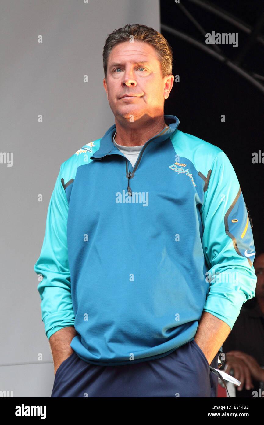 Miami Dolphins Quarterback Stock Photos & Miami Dolphins Quarterback ...