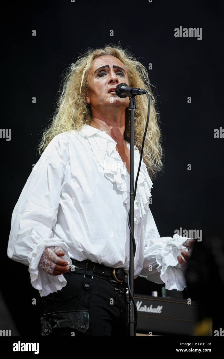 Nad Sylvan singing on stage at Fairport's Cropredy Convention with Steve Hackett's Genesis Extended tour - Stock Image