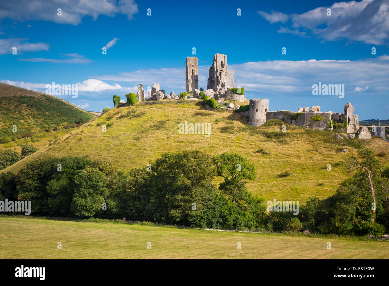 Ruins of Corfe Castle, built by William the Conqueror, near Wareham, , Isle of Purbeck, Dorset, England Stock Photo