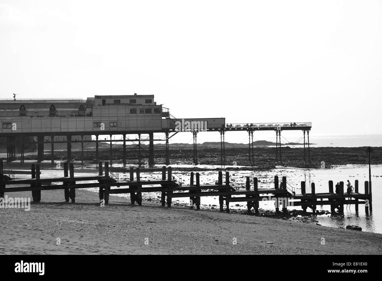 Beach and pier, Aberystwyth, Ceredigion, Wales, United Kingdom - Stock Image