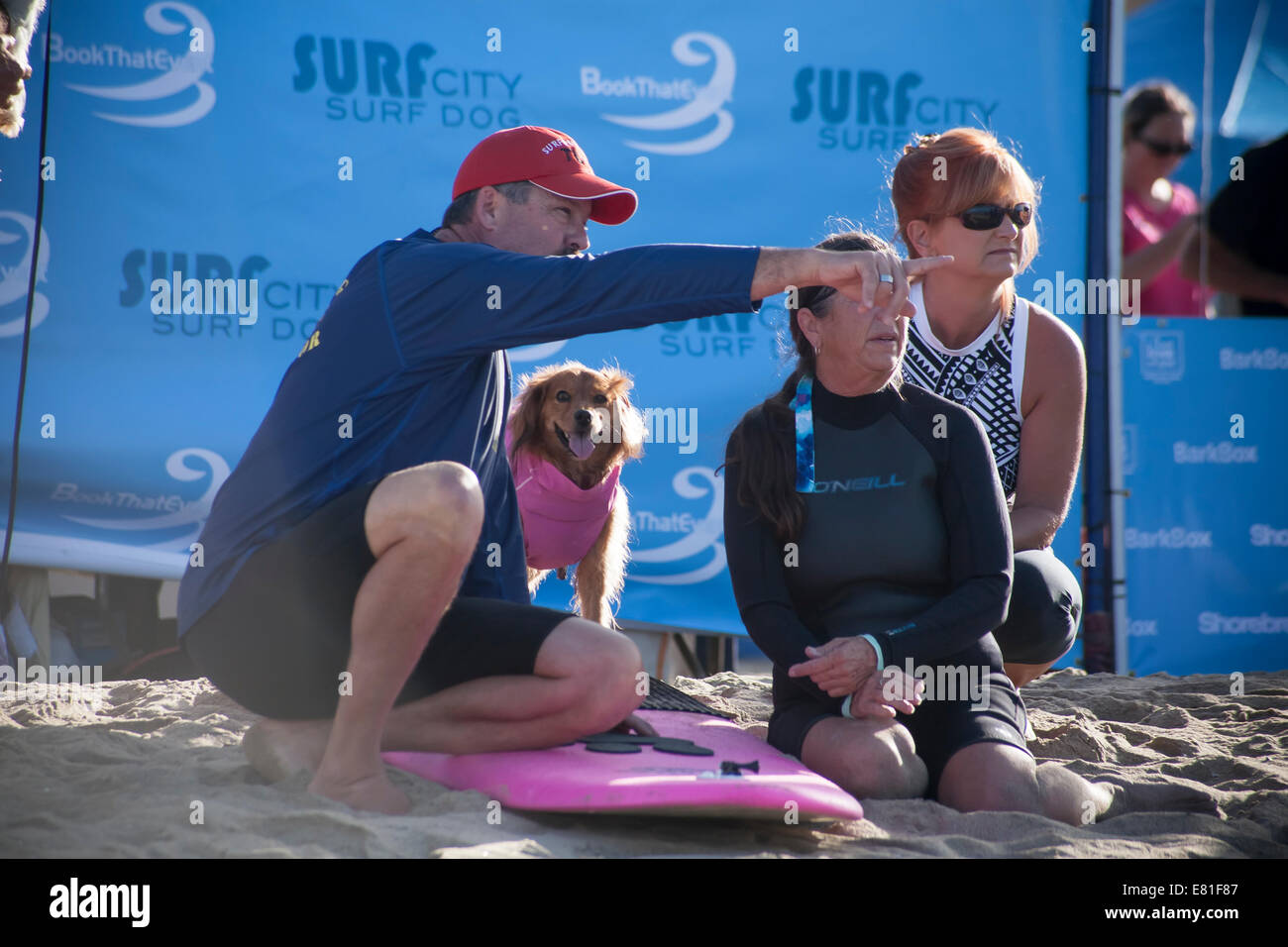 Huntington Beach, CA, USA. 28th September, 2014. Competitor and handlers at Surf City Surf Dog™ annual canine surfing Stock Photo