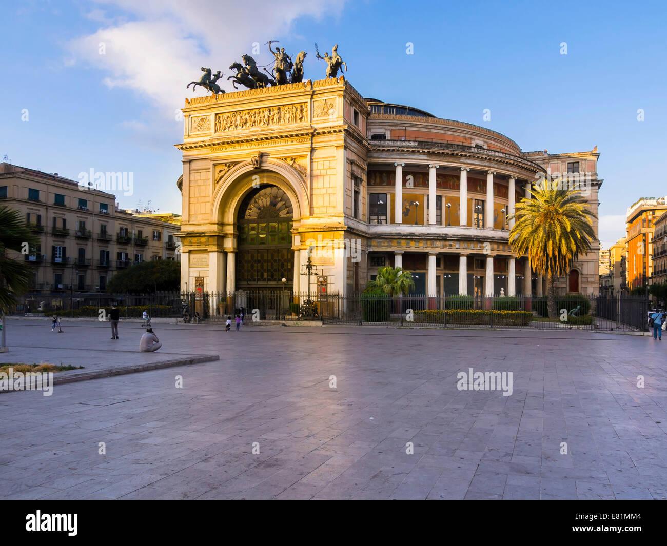 Theater Politeama Garibaldi, Piazza Ruggero Settimo, historic centre, Palermo, Sicily, Italy Stock Photo