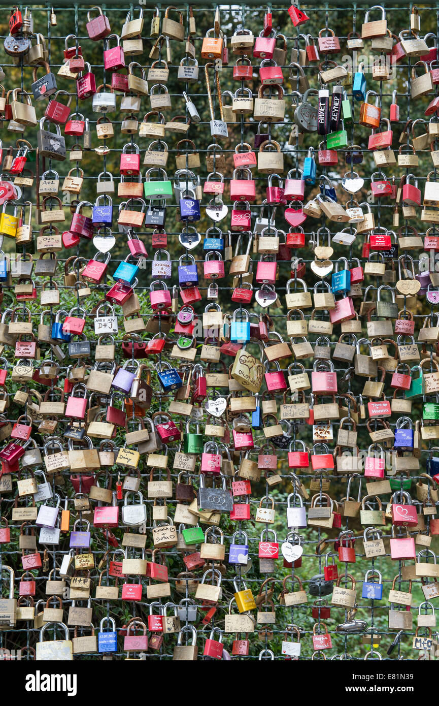 Love locks on a wire fence, Kassel, Hesse, Germany - Stock Image