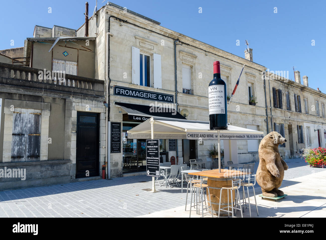 Fromagerie et Vin, cheese and wine shop in the Medoc town of Pauillac - Stock Image