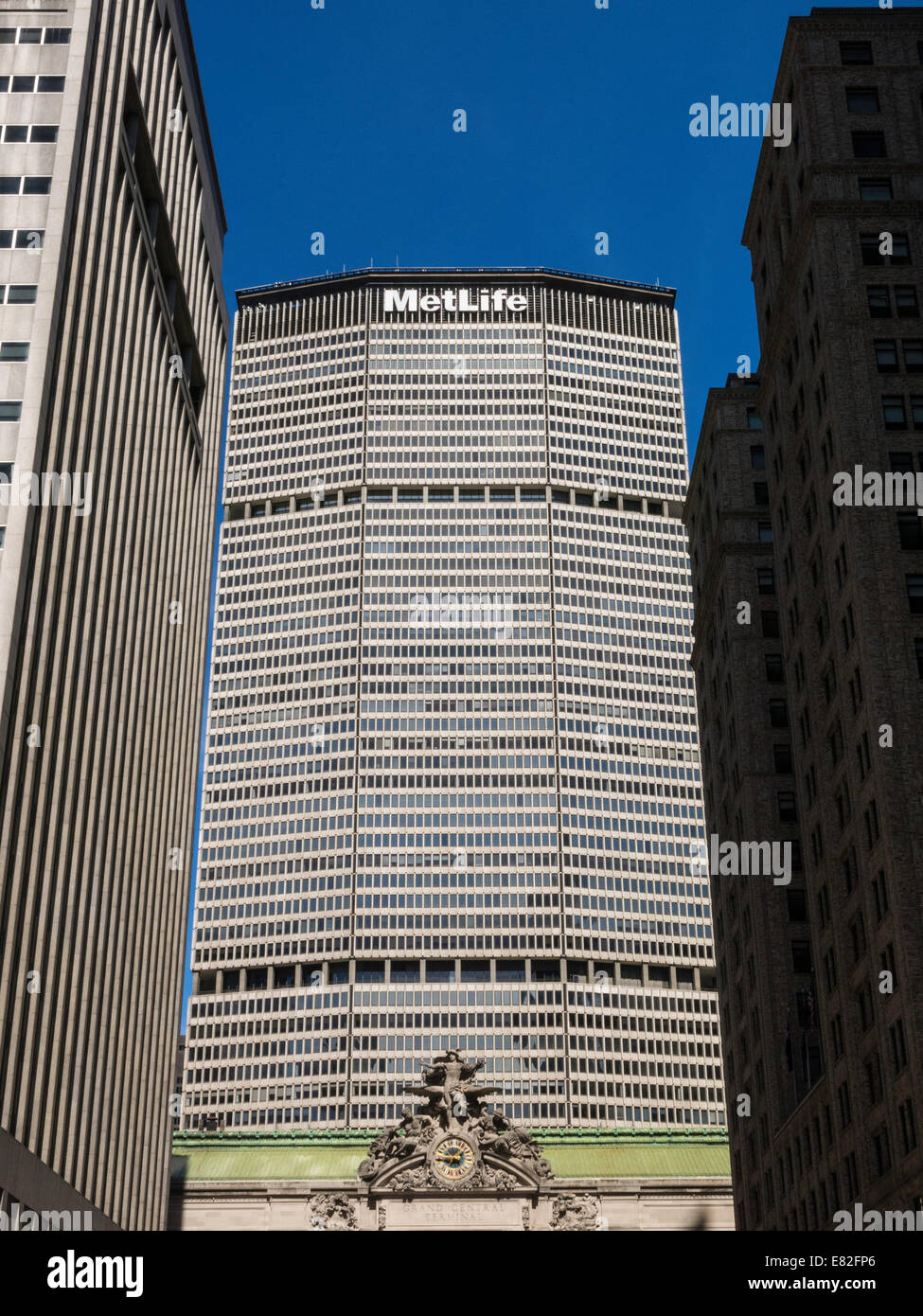 Met Life Building Facade Behind Grand Central Station, 200 Park Avenue, NYC - Stock Image
