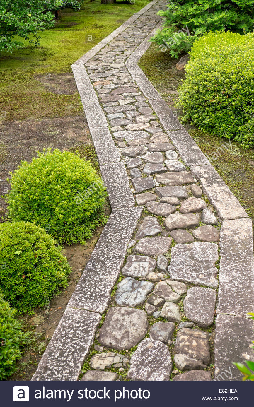 Japan, Honshu, Kyoto, Daitoku-ji, cobbled garden path - Stock Image
