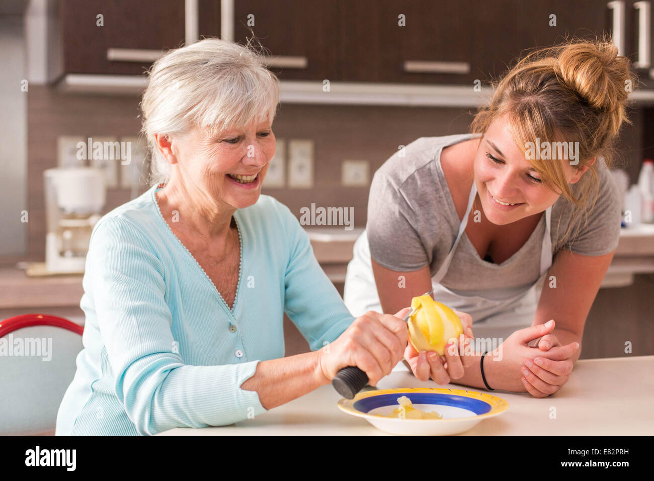 Woman using an ergonomic knife. - Stock Image
