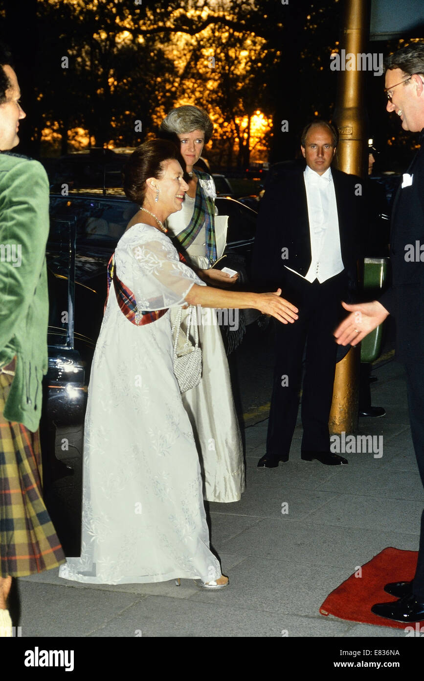 Princess Margaret arriving For The Royal Caledonian Ball At The Grosvenor House Hotel In London, England, UK. 1989 Stock Photo