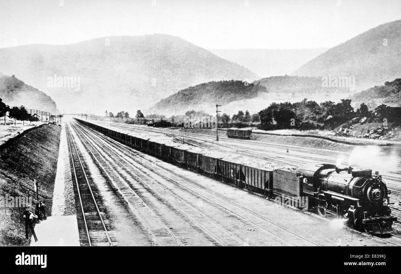 Pennsylvania giants record circa 1920 longest heaviest furthest Stock Photo