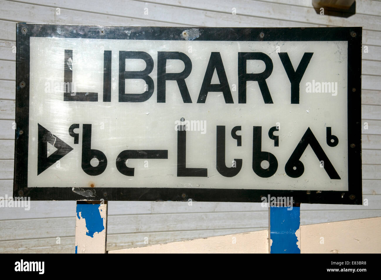 Sign outside the Library in Pond Inlet is in English and the Inuit script Inuktitut - Stock Image