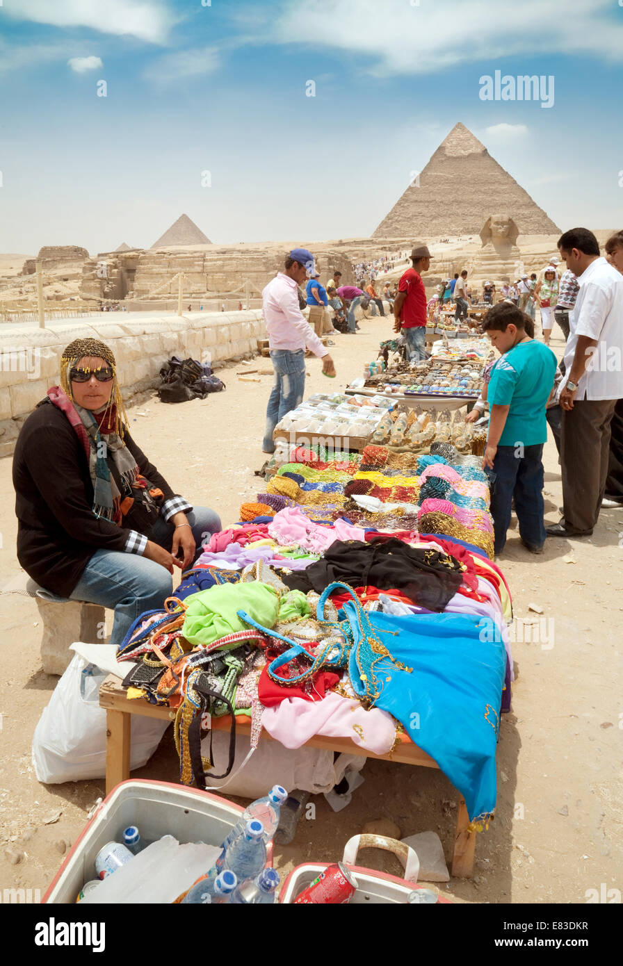 Egyptian traders and their stalls at the pyramids, Giza, Cairo, Egypt, Africa - Stock Image