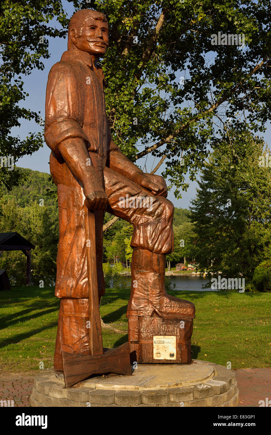 Wood carved statue of Big Joe Muffraw in Explorers Point Park Mattawa Northern Ontario Canada - Stock Image