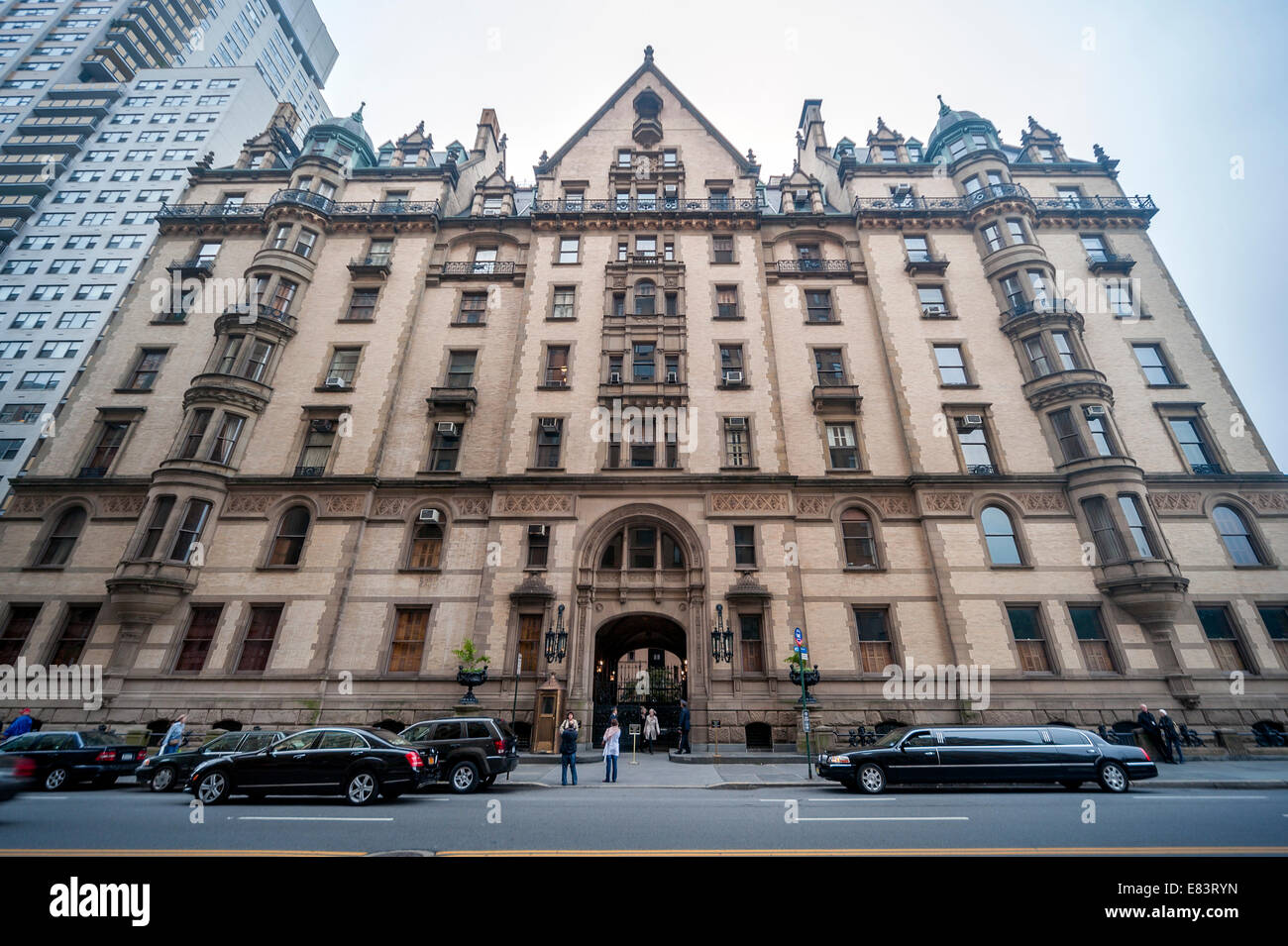 The dakota apartment stock photos the dakota apartment for Dakota building nyc apartments for sale