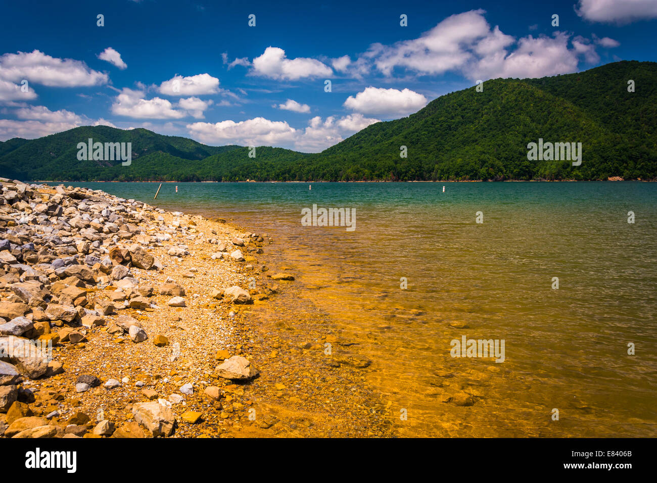 The rocky shore of  Watauga Lake, in Cherokee National Forest, Tennessee. - Stock Image