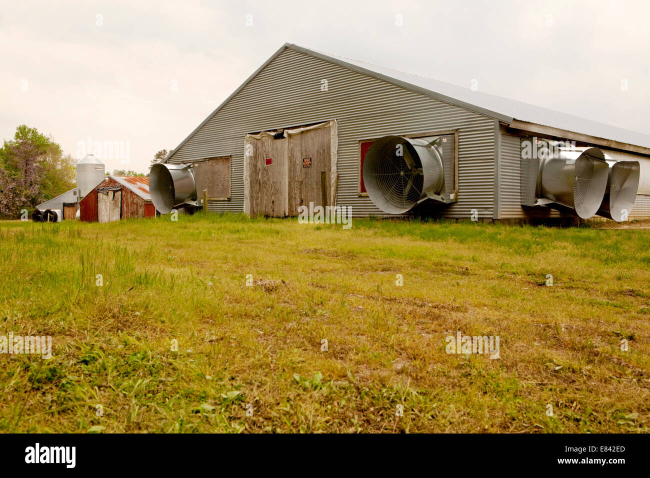 Air conditioning units on industrial farm poultry shed, Eastern Shore, Chesapeake Bay, Maryland, USA - Stock Image
