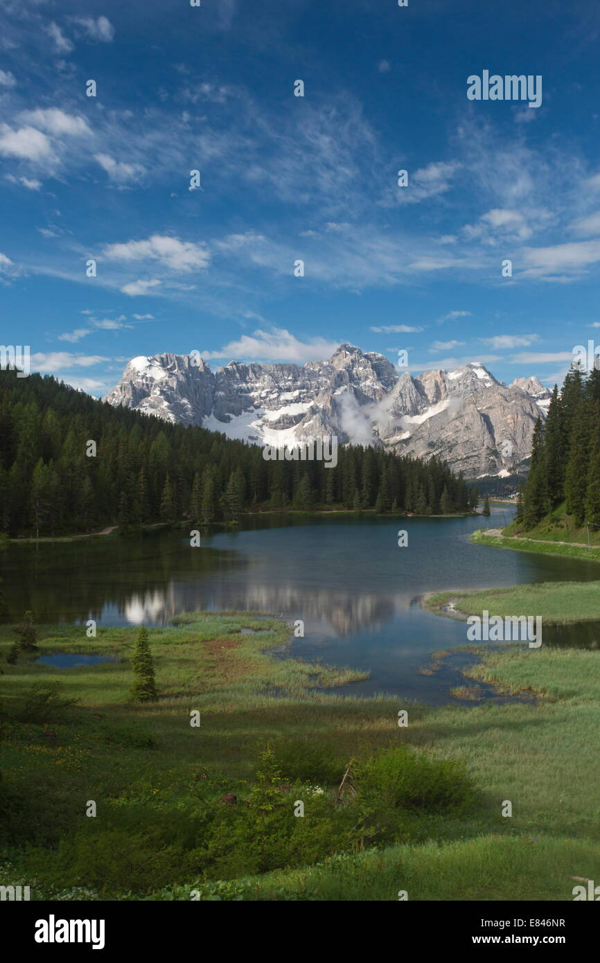 Lago di Misurina / Misurina lake, with marginal fen, looking towards the Sorapis group, Dolomites, Italy - Stock Image