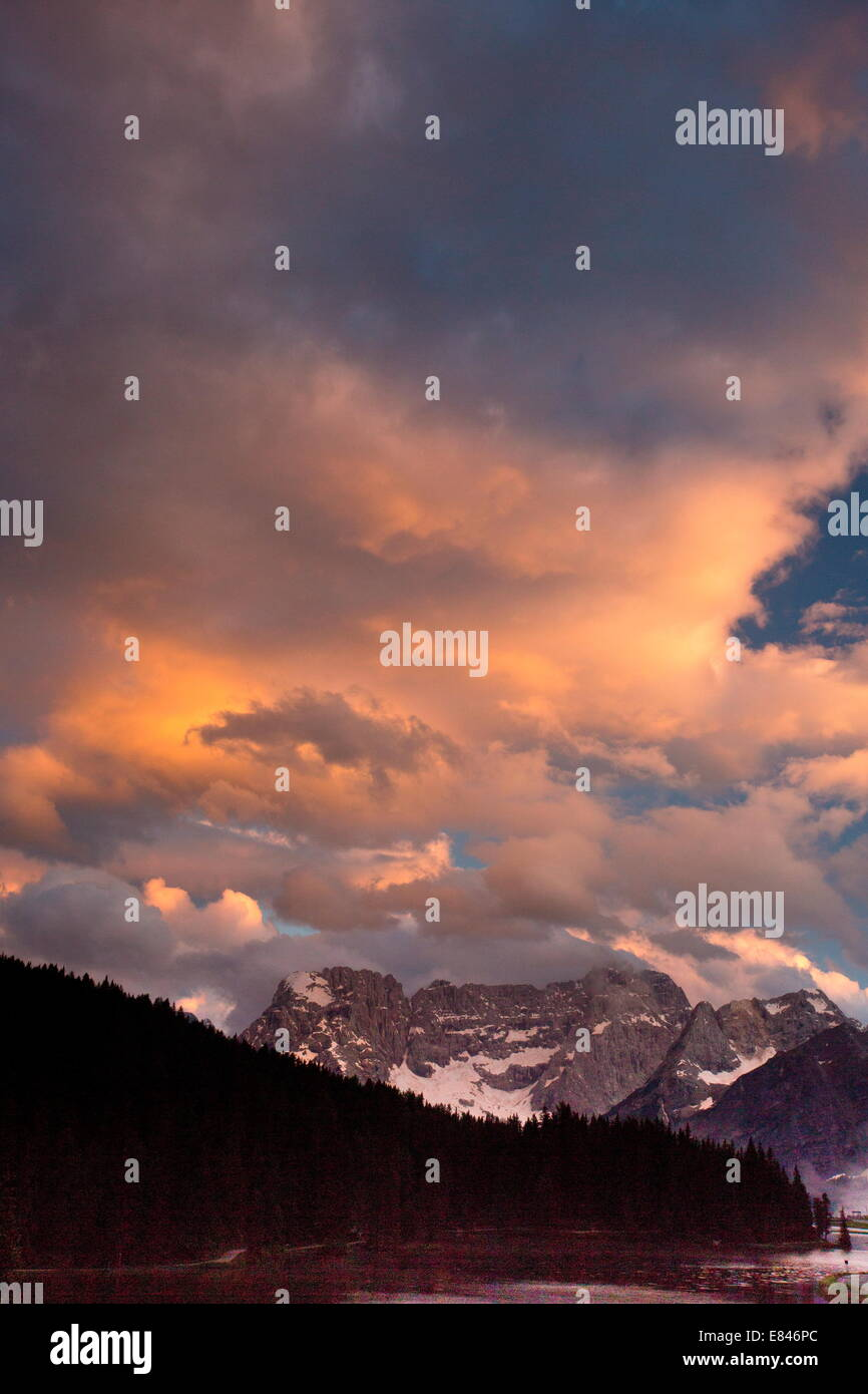 Lago di Misurina / Misurina lake, looking towards the Sorapis group, evening light; Dolomites, Italy - Stock Image
