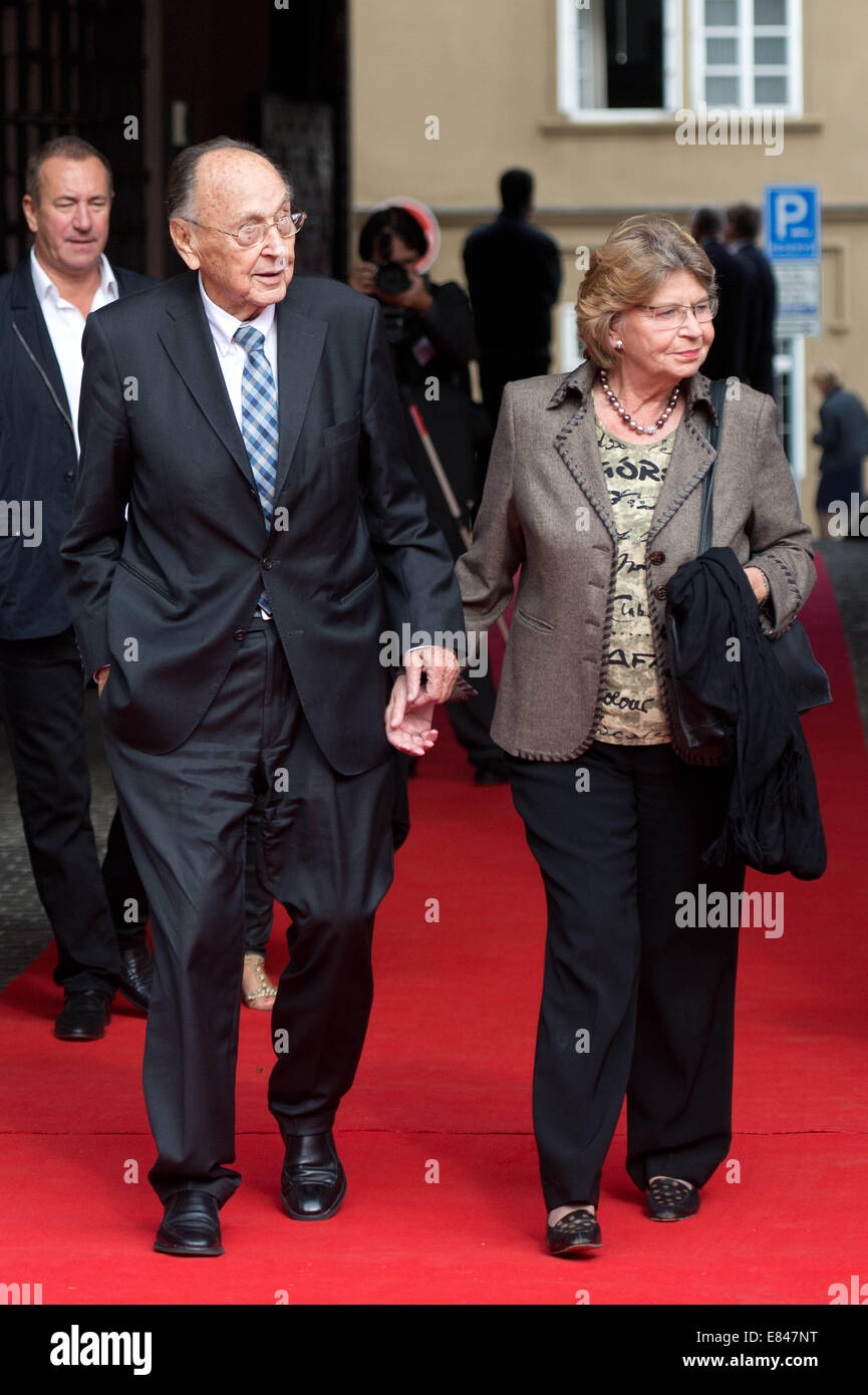 Prague, Czech Republic. 30th Sep, 2014. Former German Foreign Minister Hans-Dietrich Genscher and his wife Barbara Stock Photo