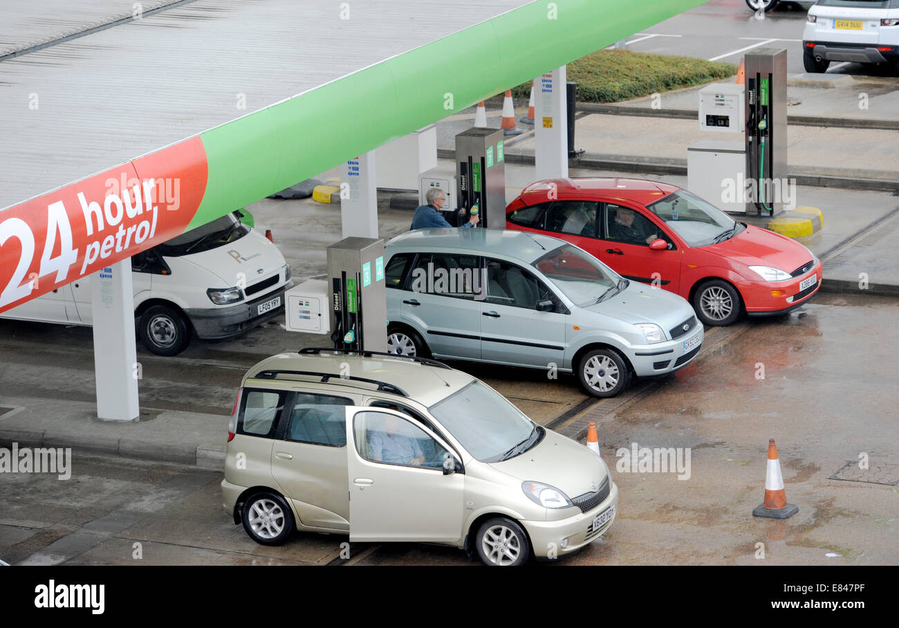 Brighton, Sussex, UK. 30th Sept, 2014. Supermarkets Lower Fuel Prices in Brighton, UK. Here customers fill up at Stock Photo