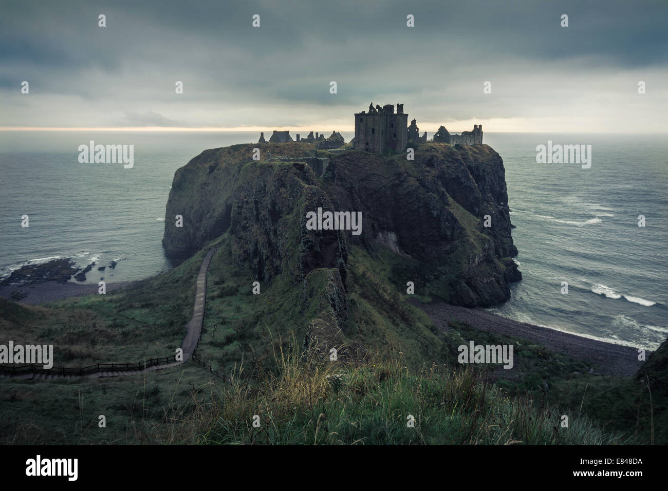 Misty August dawn at Dunnottar Castle, Stonehaven, Aberdeenshire. - Stock Image