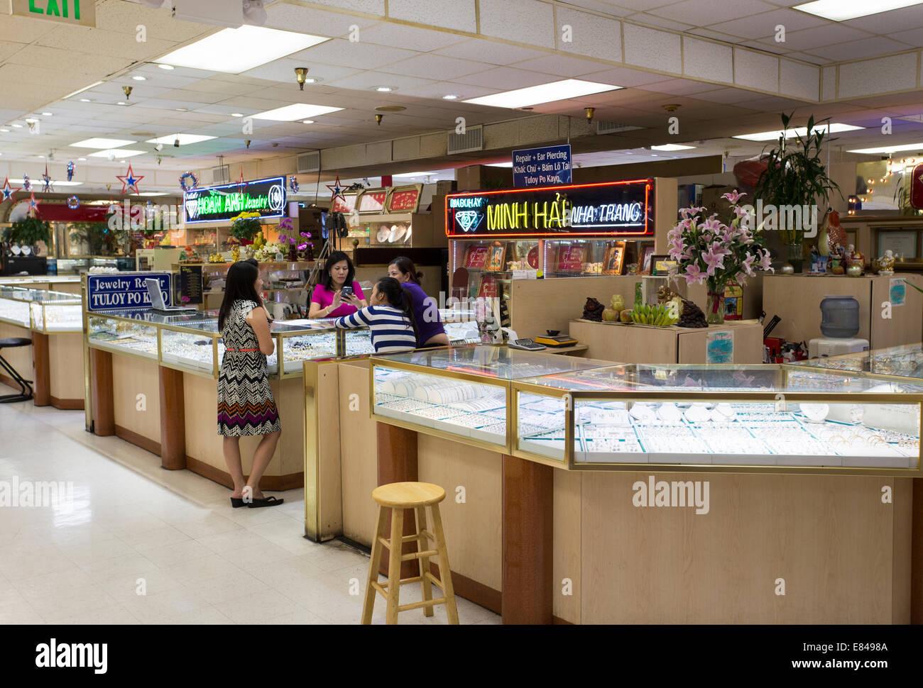 08db59a3f4a Asian Garden Mall Stock Photos   Asian Garden Mall Stock Images - Alamy