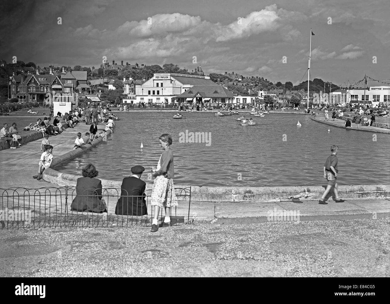 The boating lake and the Pier Pavilion at Felixstowe, Suffolk, England c.1950 - Stock Image