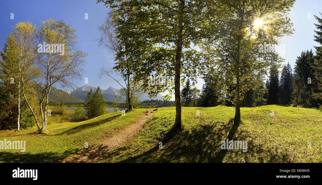 DE - BAVARIA: Lake Barmsee near Kruen with Karwendel Mountains in background - Stock Image