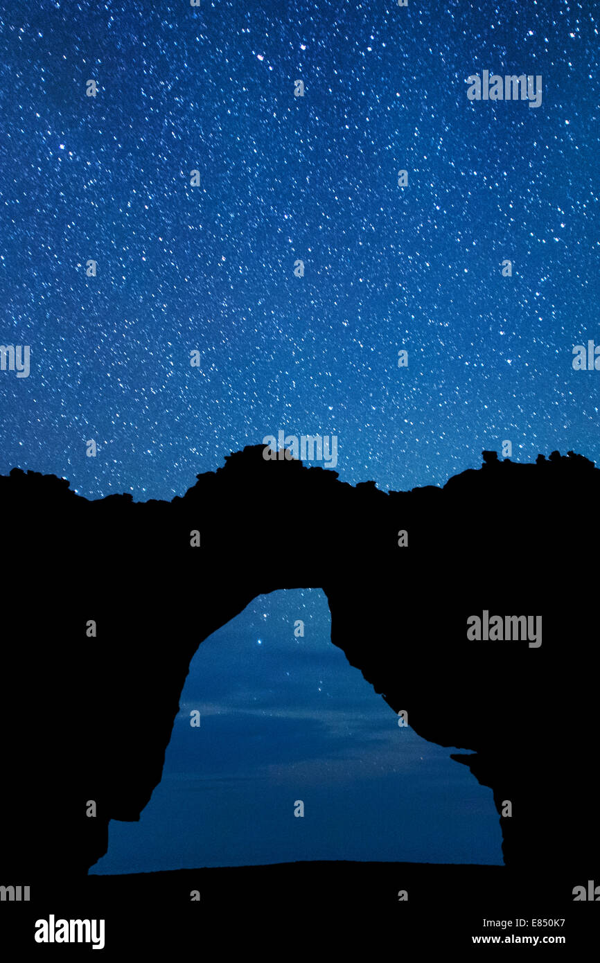 Stars seen through the outline of the Wolfberg Arch in the Cederberg Mountains of South Africa. - Stock Image