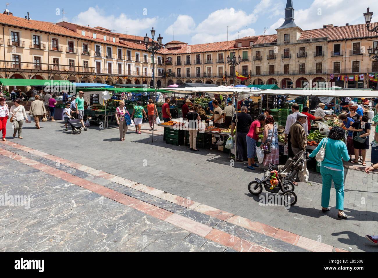 Market Day Plaza Mayor, Leon Spain; locals and tourists alike wander around Plaza Major shopping the market. - Stock Image