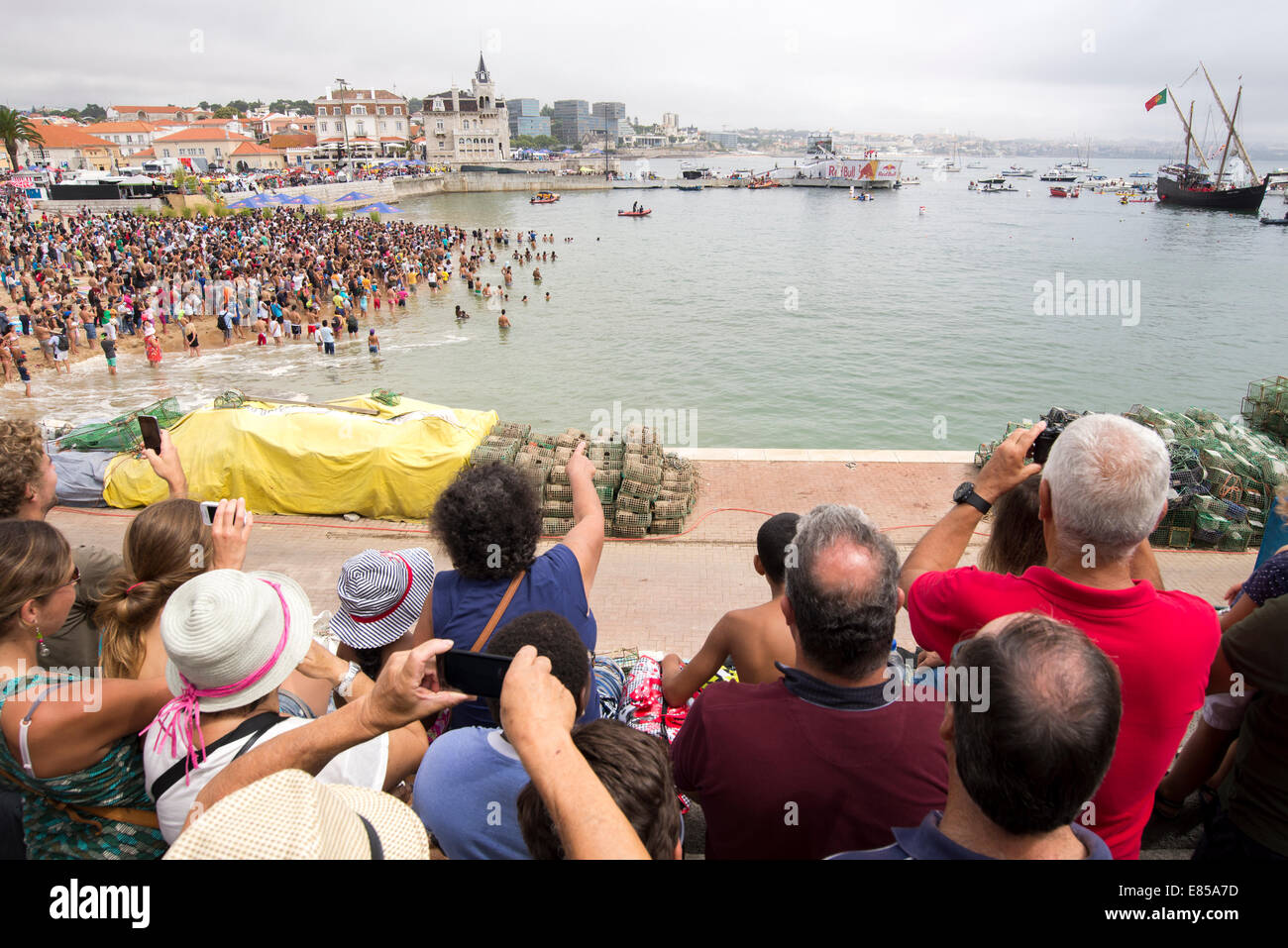 Crowd of people watching the 2014 red bull flugtag in Cascais, Portugal - Stock Image