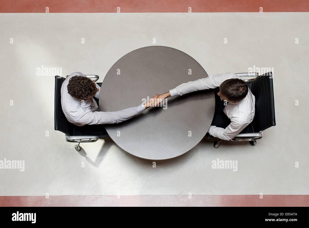 Businessmen shaking hands - Stock Image