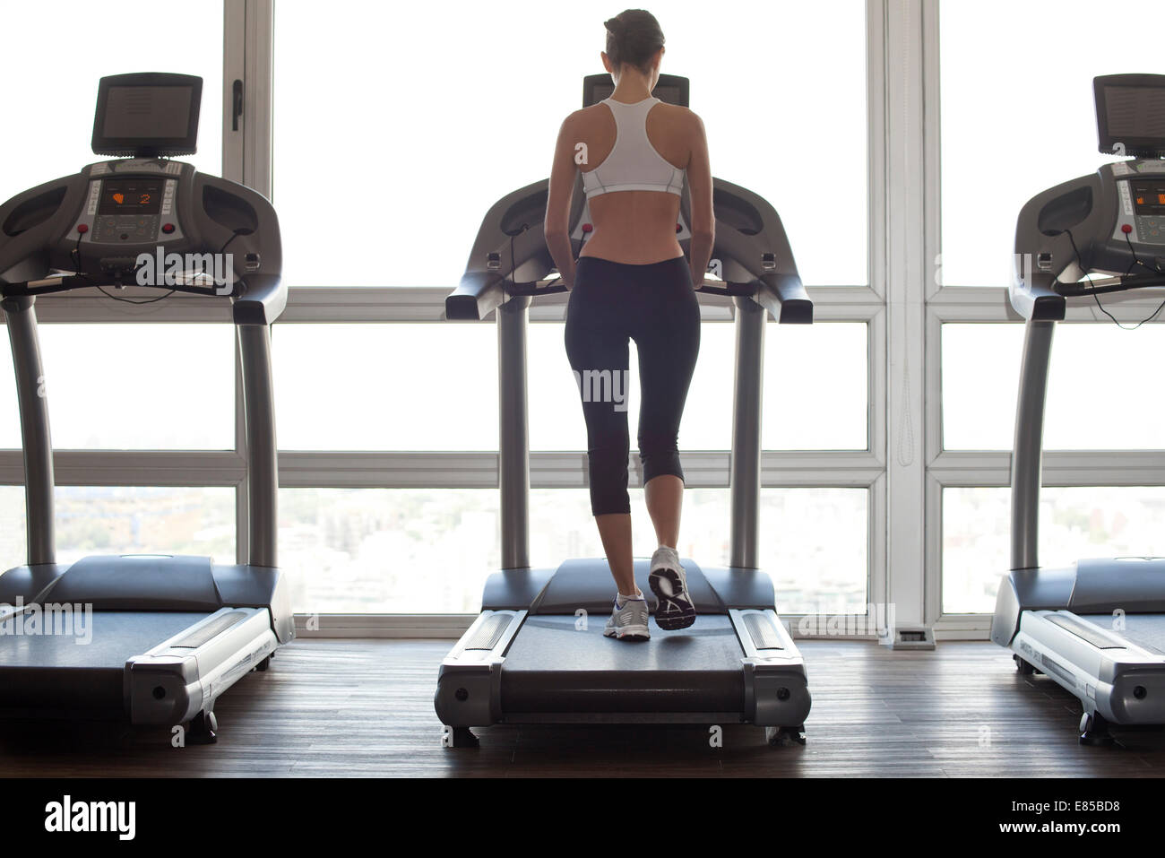 Woman getting in shape at gym - Stock Image