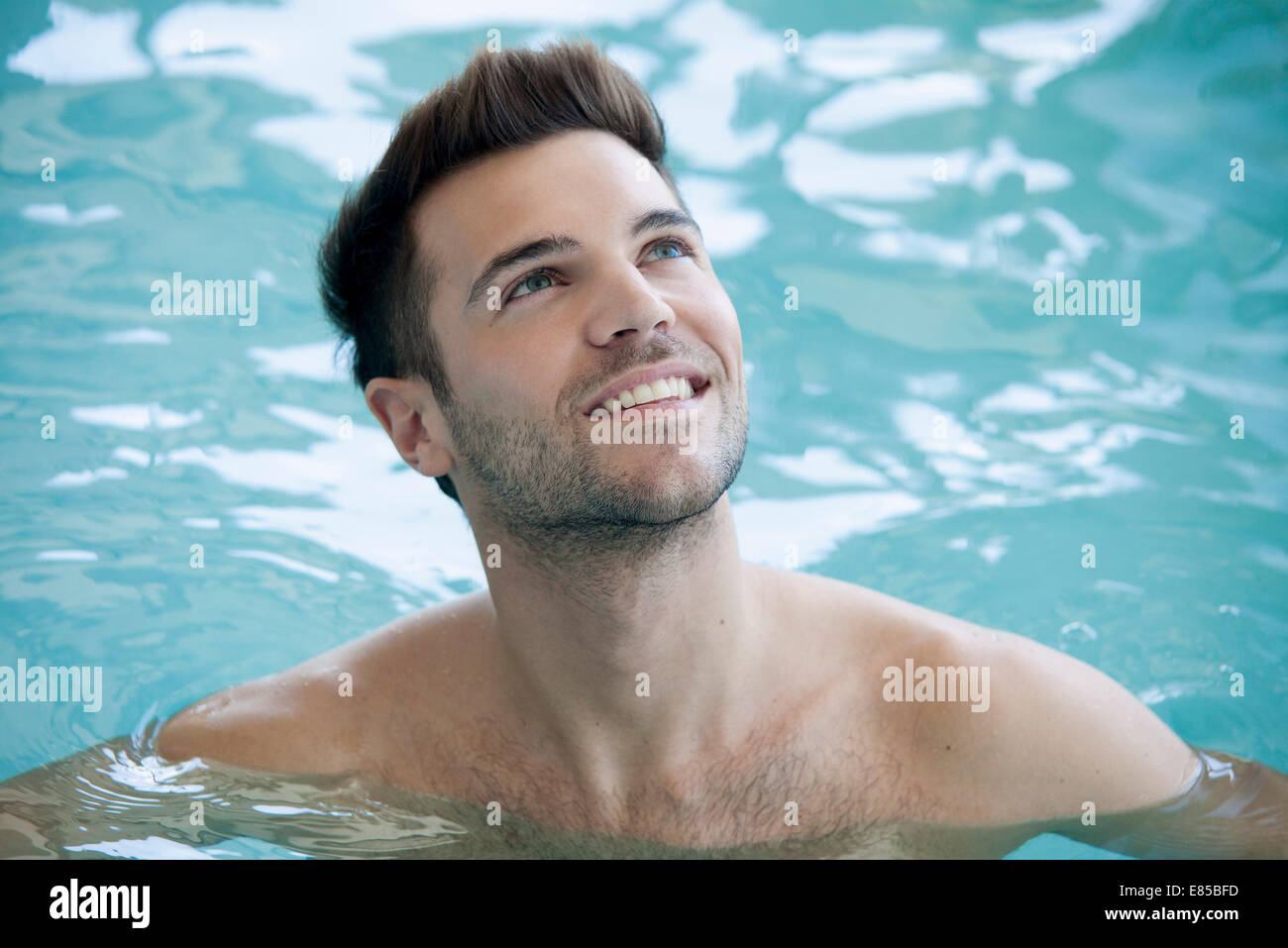 Man swimming in pool, portrait - Stock Image